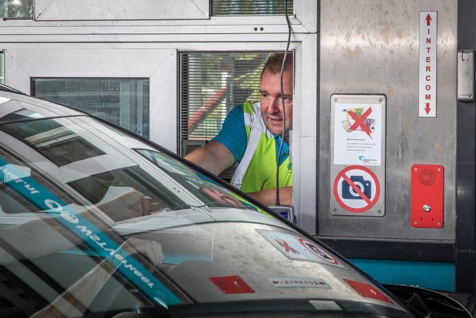 Burgemeester Gerben Dijksterhuis draaide in 2019 een ochtend mee bij de Westerscheldetunnel.
