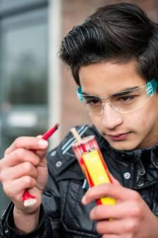 Voor 'oudste' vuurwerkverkoper van Apeldoorn is de lol eraf: 'Zoveel veranderd, voor ons is het klaar'