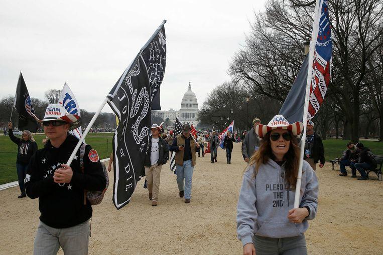 Trump-supporters demonstreerden zaterdag en zondag op verschillende plaatsen in de VS, zoals hier in Washington DC, omdat ze niet geloven dat de presidentsverkiezing eerlijk is verlopen. Beeld Hollandse Hoogte/Zuma Press