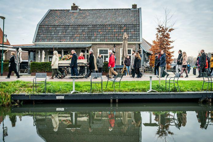Zaterdagochtend nam Schalkwijk afscheid  van Henk Baas, die afgelopen maandag op 103-jarige leeftijd overleed.