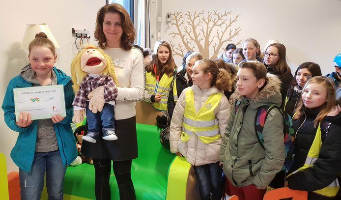 Shirley (links) en haar klasgenoten in  de Yolo-ruimte van AZ Turnhout
