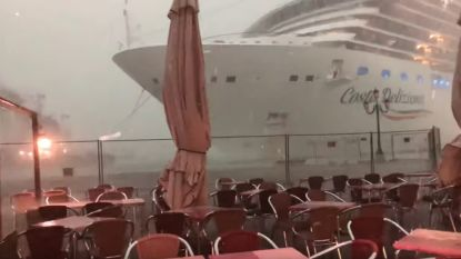 VIDEO. Cruiseschip ramt bijna kade tijdens storm in Venetië