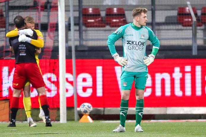 NEC-doelman Mattijs Brandenhorst baalt, Excelsior viert de zege.