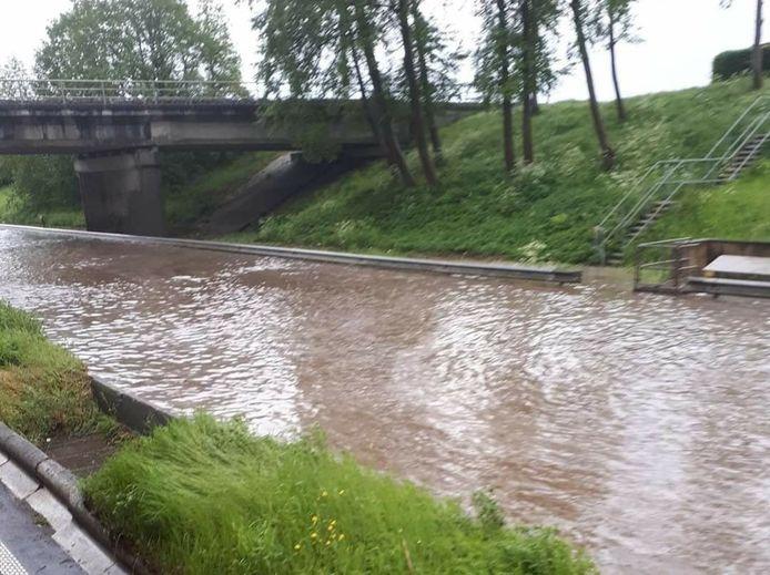 De Expresweg kwam onder water te staan.