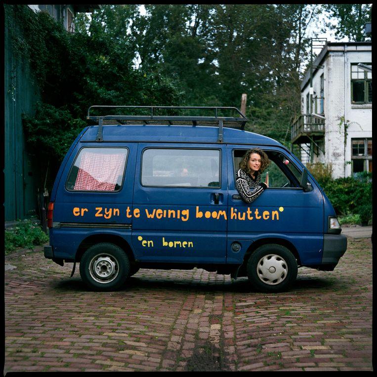 Tessa Hendriks in haar busje. Beeld Jan Dirk van der Burg