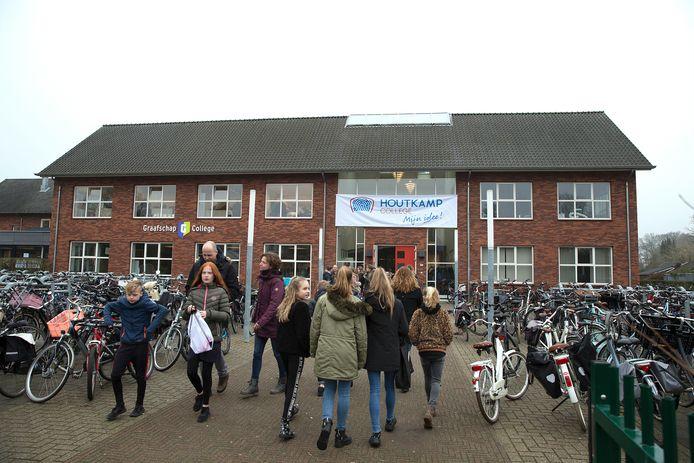 Onder meer leerlingen van het Houtkamp College in Doetinchem mogen vanaf volgende week weer naar school.