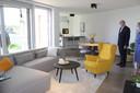 Binnen oogt het allesbehalve naar een rusthuiskamer, maar wel naar een gezellige flat.