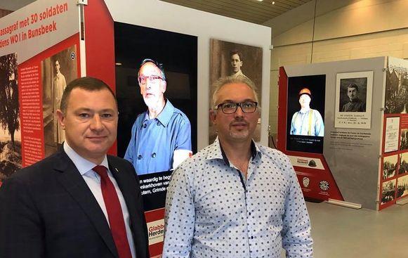 GLABBEEK-Burgemeester Peter Reekmans en voorzitter van de cultuur –en erfgoedraad Ronny Laermans