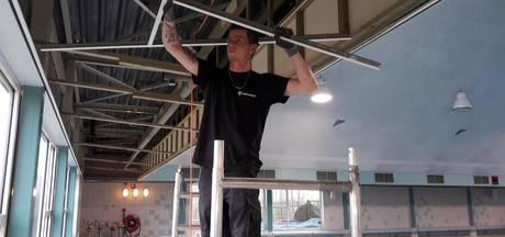 Gesloten zwembad Dedemsvaart krijgt nieuw plafond