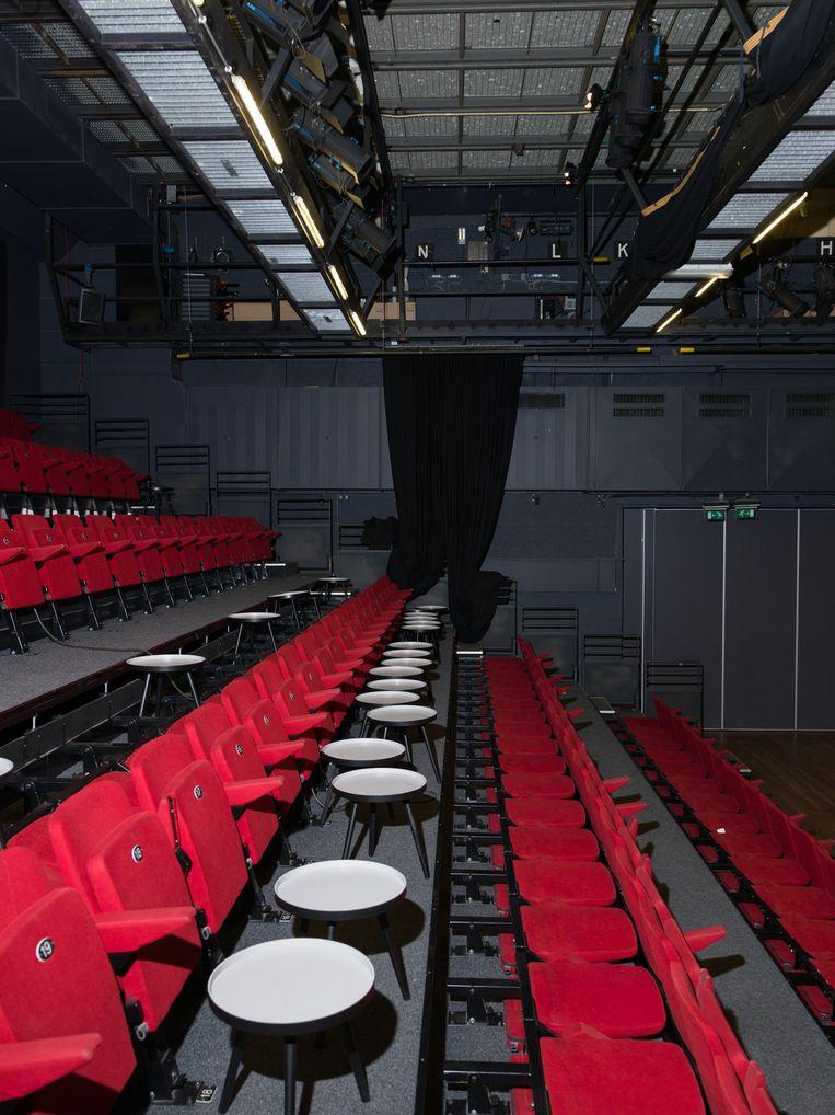 Een lege zaal van theater Bellevue in Amsterdam. Beeld Ivo van der Bent