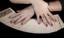 De stichting leert werklozen onder meer de fijne kneepjes van het tarot- en engelenkaarten leggen.