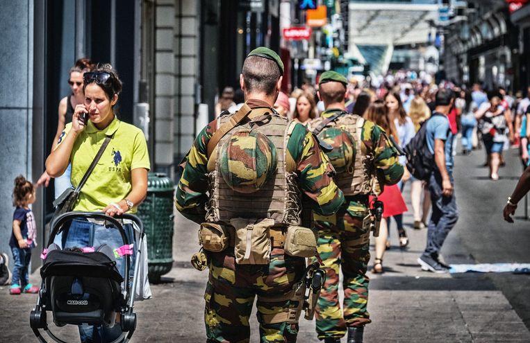Militairen in het straatbeeld van Brussel. Beeld Tim Dirven