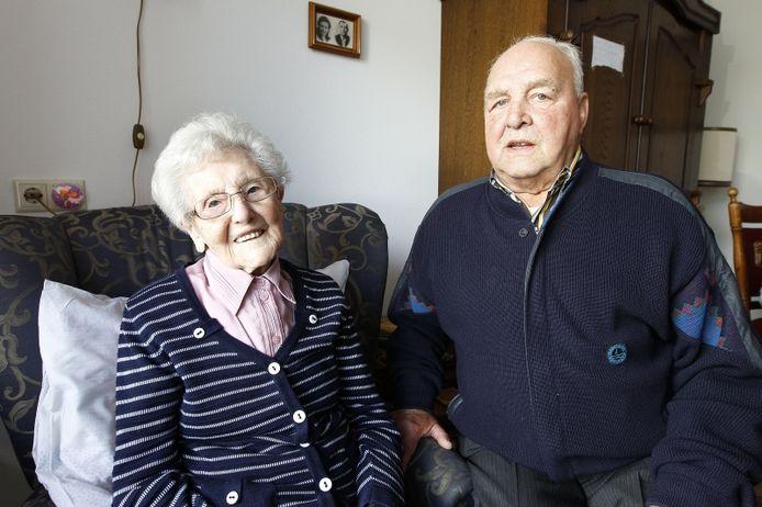 Moeder Lisa en zoon Jan van de Pol Foto Ton van de Meulenhof