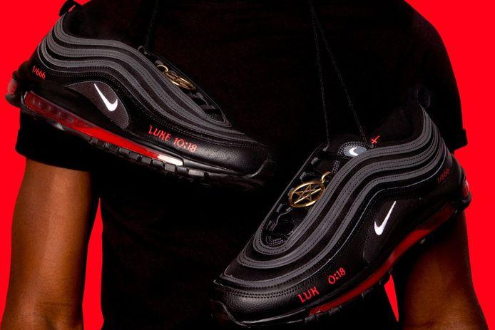 La marque de baskets MSCHF avait lancé en collaboration avec l'artiste Lil Nas une basket Satan.