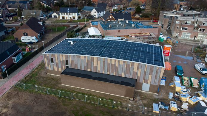 De nieuwbouw in Valburg - die vast zit aan de grote zaal van Wapen van Valburg - vordert rap.