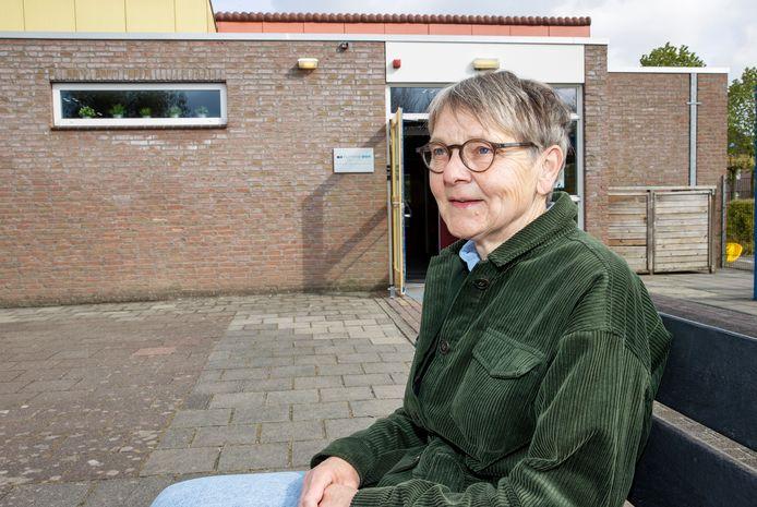Ine Dierckx uit Bladel bij het gebouw van Nummereen Kinderopvang.