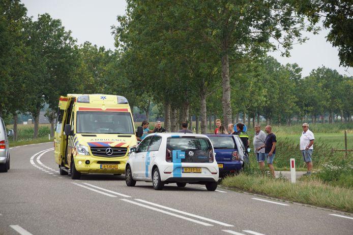 Een wielrenner en een auto zijn zaterdag bij Puiflijk met elkaar in botsing gekomen.