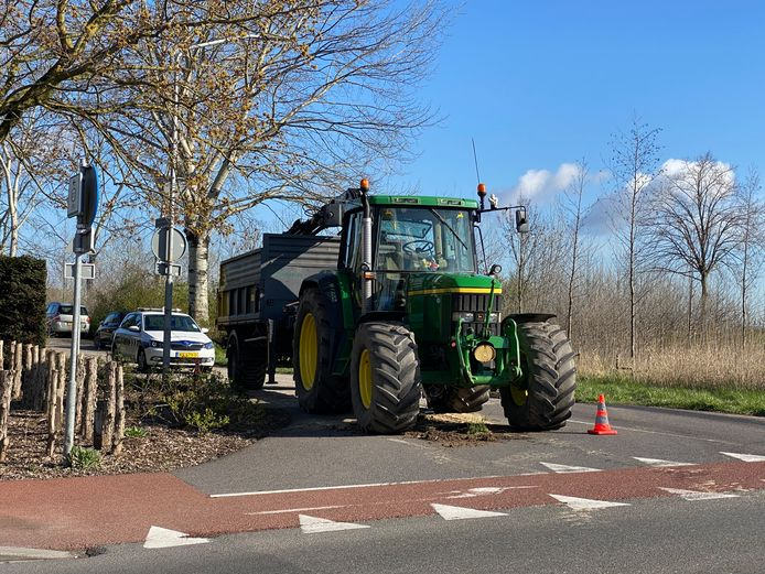 Deze tractor had een lekkage waardoor er olie op de weg ligt.