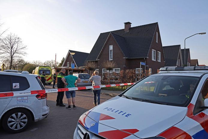 Een 6-jarig meisje is op de Zuidhollandsedijk in Kaatsheuvel door twee rottweilers aangevallen en daardoor ernstig gewond geraakt. Het meisje is door buurtbewoners en de eigenaar van de honden ontzet. Daarbij is een van de honden doodgeslagen. Het meisje is met een traumahelikopter naar het ziekenhuis gebracht.