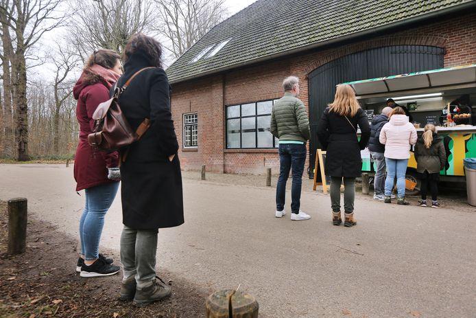 De kraam van Beum in de Boswachterij in Dorst was erg populair bij wandelaars.
