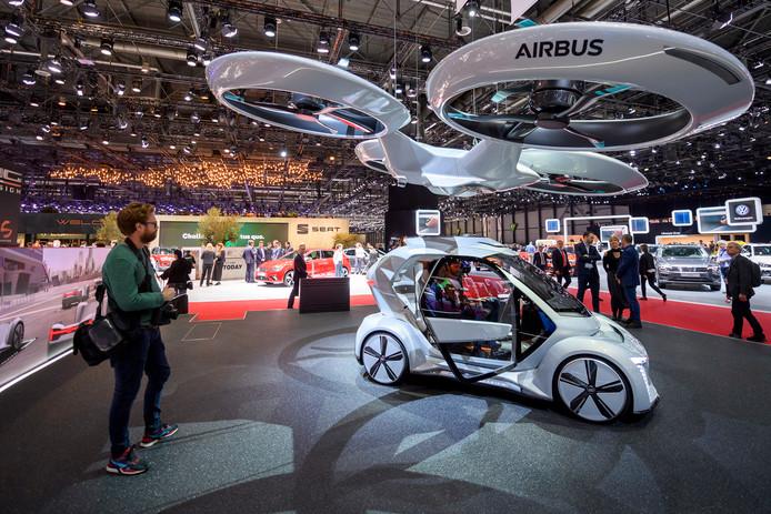 Vliegtuigfabrikant Airbus en Italdesign presenteren tijdens de Motorshow in Geneve het prototype van Pop.Up. Het is een auto waarmee je ook kunt vliegen als een drone. Foto: Martial Trezzini