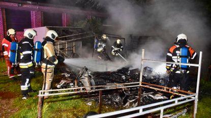 Onbekenden steken caravan in brand in Menen