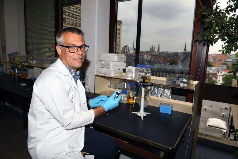 Zeger Debyser (N-VA) is zelf arts van opleiding en pleit voor betere parkeerfaciliteiten voor zorgverleners in Leuven.
