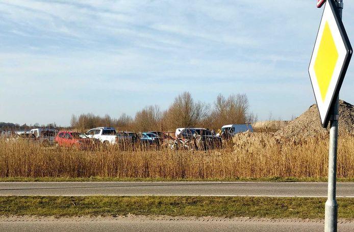 Illegale motorcrossers bij Haarrijnse Plas