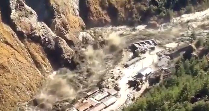 Au moins 200 personnes étaient portées disparues dimanche dans le nord de l'Inde après la rupture d'un glacier de l'Himalaya, qui a provoqué une crue éclair en tombant dans une rivière.
