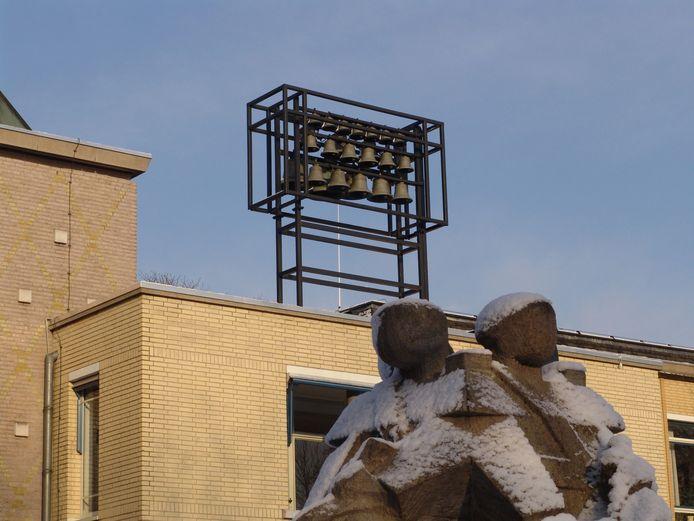 Carillon Zevenaar op het dak van het oude gemeentehuis aan het Raadhuisplein.
