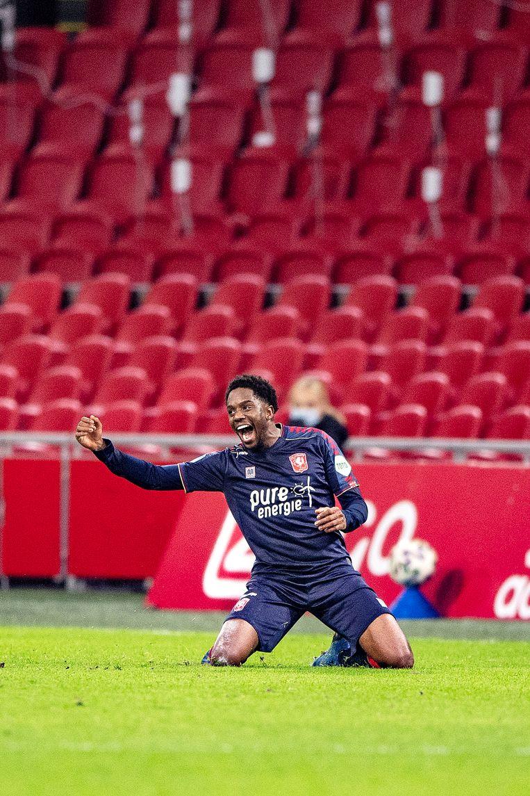 Queensy Menig scoorde twee keer tegen zijn oude club Ajax en leidde daarmee FC Twente naar de overwinning. Beeld Guus Dubbelman / de Volkskrant