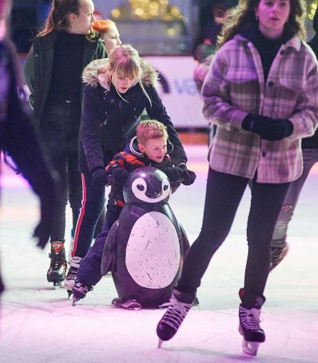 Wachten om als eerste te mogen schaatsen bij Uden on Ice