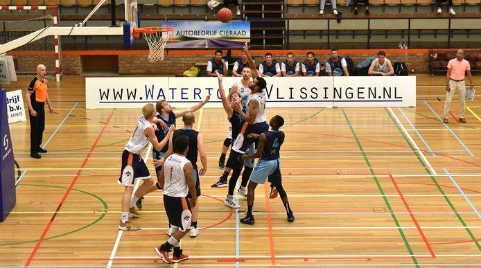 Een aanval van BC Vlissingen tegen DAS Delft.