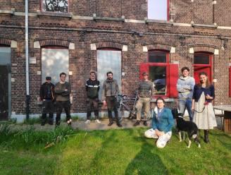 """Geëngageerde buren redden sociale woningen van openbare verkoop: """"In de Brugse Poort moet voor iedereen plaats zijn"""""""