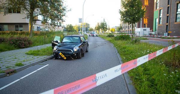 Bestuurder vlucht na ongeluk in Zwolle.