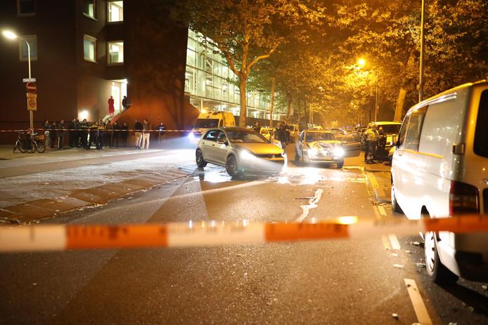 Bij een ongeluk tussen twee auto's op de kruising van de Beresteinlaan met de Zuiderzijde in Den Haag is een persoon gewond geraakt. Het slachtoffer is per ambulance naar een ziekenhuis overgebracht.