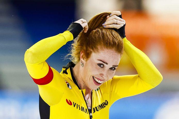 2020-11-22 17:04:55 HEERENVEEN - Antoinette de Jong juicht na het winnen van het NK allround in Thialf.