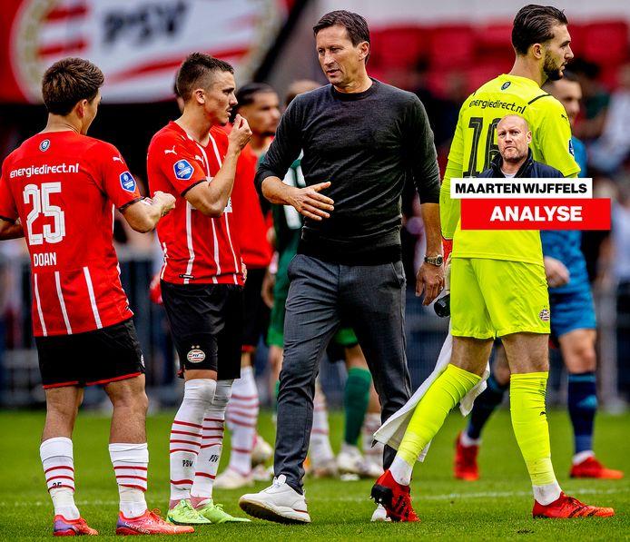Roger Schmidt na de 0-4 tegen Feyenoord met de invallers Ritsu Doan en Ryan Thomas.