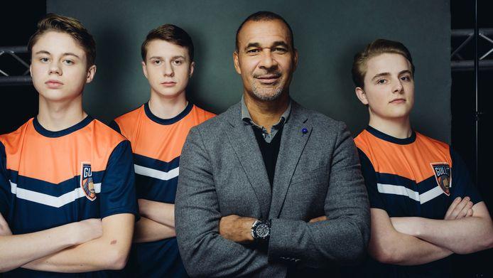 Via de talentenjacht The Next E-Talent zoekt Ruud Gullit naar de nieuwste aanwinst voor 'zijn' FIFA-academie, Team Gullit. Ook Koen Weijland, de eerste professionele Nederlandse FIFA-speler ooit, helpt mee. De show is vanaf 2 maart te zien op Videoland.
