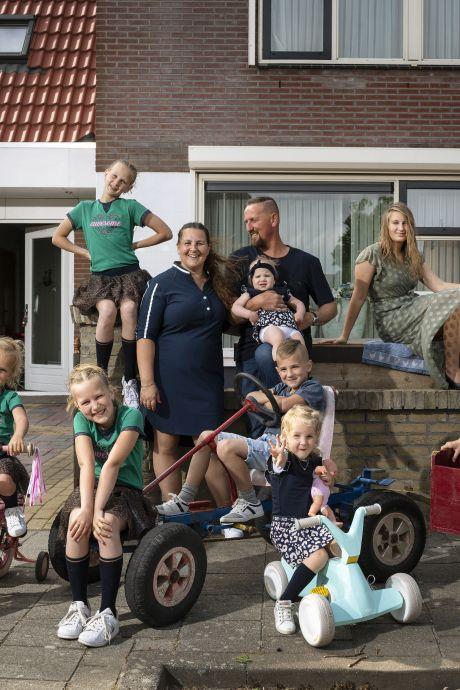 Gezin met 8 (!) kinderen uit Tollebeek opnieuw in tv-programma Een Huis Vol: 'We doen ons niet anders voor'