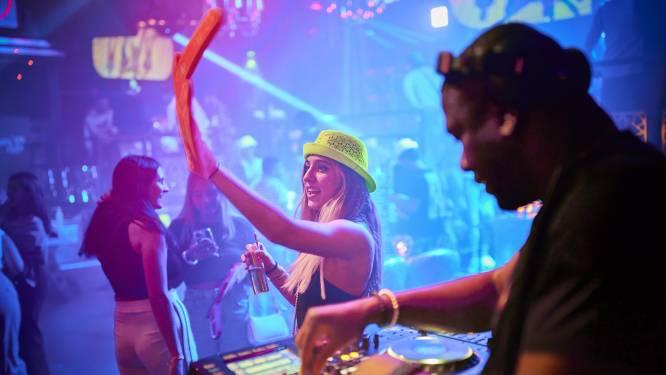 Feesten mag tot middernacht, dus beginnen ze bij Club Roy om 4 uur 's middags: 'Iedereen snakt naar een feestje'