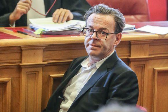 Wim Delvoye voor het Hof van Beroep in Gent.