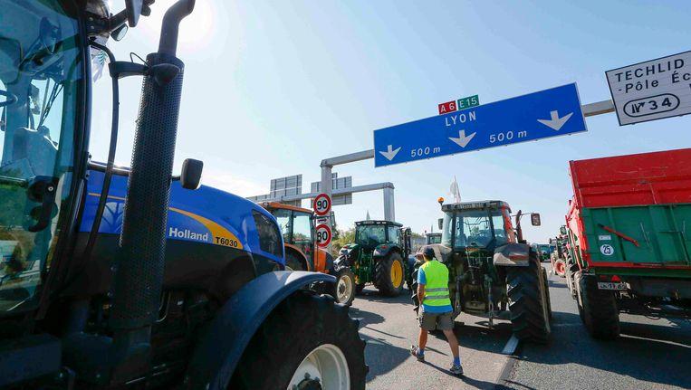 Actievoerende boeren blokkeerden in juli al verschillende Franse snelwegen. Beeld REUTERS