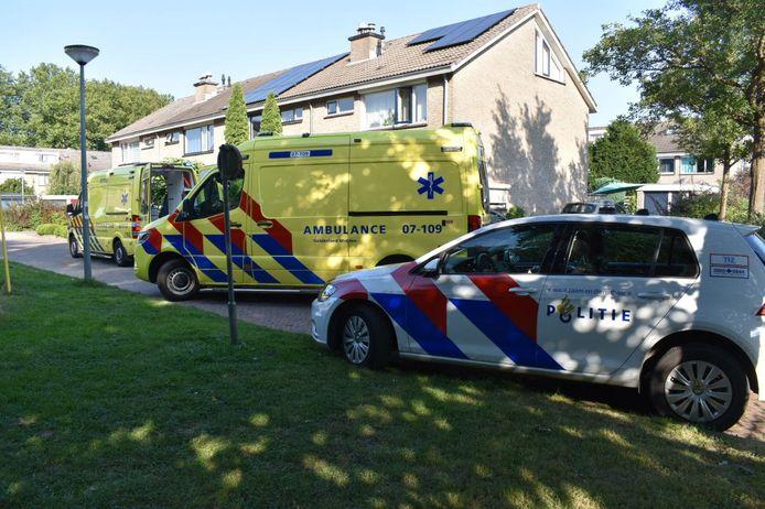 In een woning aan de Horteler in Zevenaar is woensdagmiddag een zwaargewonde vrouw aangetroffen.