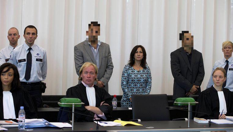 De broers Arif en Sinan (rechts) Kaya tussen de rechtbanktolk. Beeld BELGA