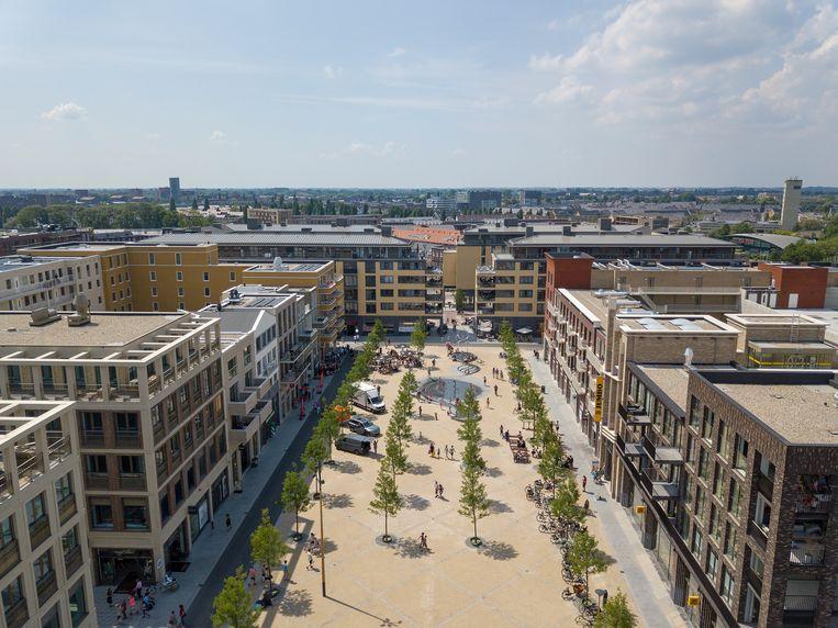 Het Brusselplein, het centrale plein van Leidsche Rijn Centrum, met winkels, woonruimte en kantoren en daaronder een immense parkeergarage voor ruim tweeduizend auto's. Beeld Luuk Kramer
