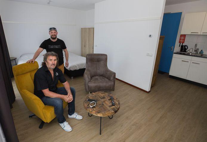 Andrzej Glab en Radoslaw Daniszewski in één van de op te leveren studio's van de Flex Campus. Binnenkort nemen zij hun intrek in het gebouw.