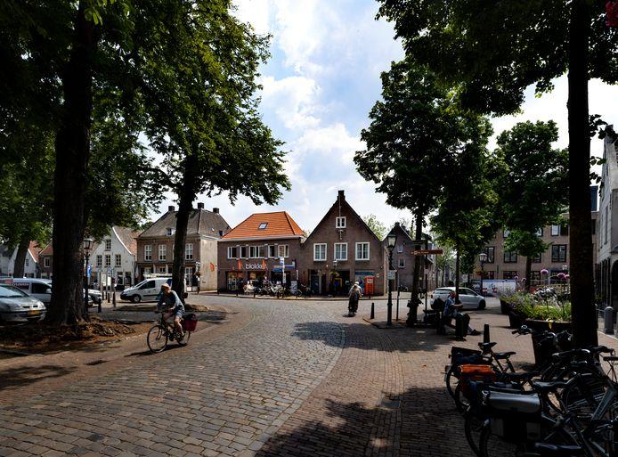 De Blokker in Oirschot zou misschien beter kunnen verkassen naar winkelcentrum De Poort, dan kan er rond het marktplein meer ruimte komen voor kleine boetiekjes en speciaalzaken.