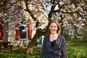 Maartje Epema voor haar magnoliaboom.