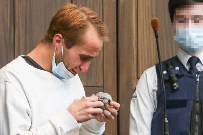 Alexandru Caliniuc in tranen bij het aanhoren van het arrest.